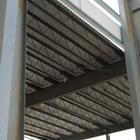 Metal roof with metal structure
